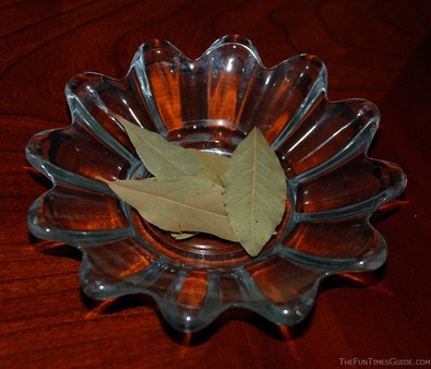 bay-leaves-in-a-dish.jpg