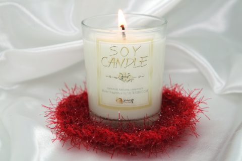 See the best reasons to burn soy candles instead of paraffin wax candles!