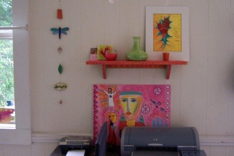 colorful-wall-shelf