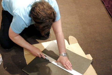 cutting-carpet-tiles
