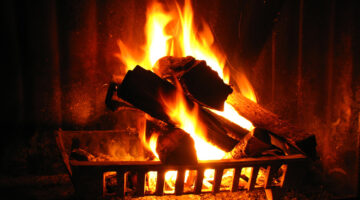 10 DIY Fire Fragrances To Make Your Chiminea Or Fireplace Smell Really Aromatic