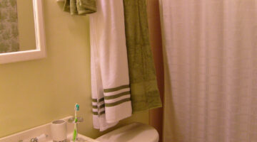 How To Fold Towels & Keep Them Hanging Straight In Your Bathroom