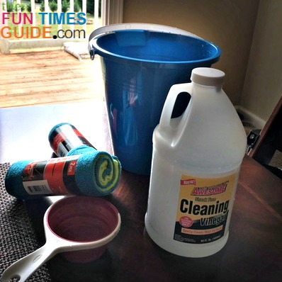 This homemade window cleaner with vinegar really works!