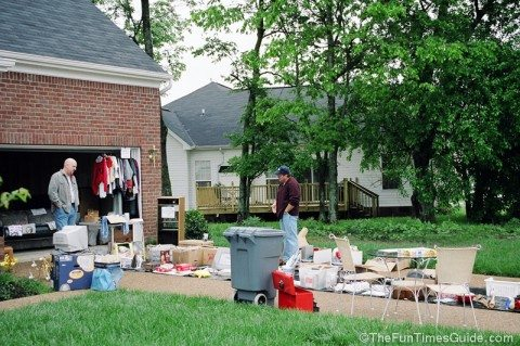 place-yard-sale-items-on-tarps-on-driveway