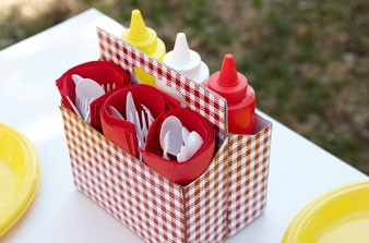 six-pack-condiment-station