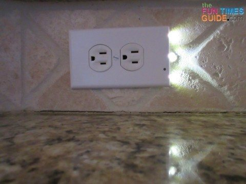snap-power-outlet-night-light