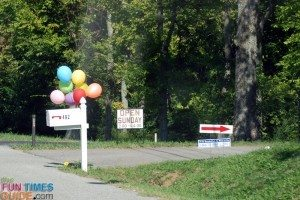 yard sale balloons sign